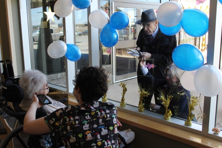 Ida and Clary Gatien celebrating their 71st wedding anniversary with balloons