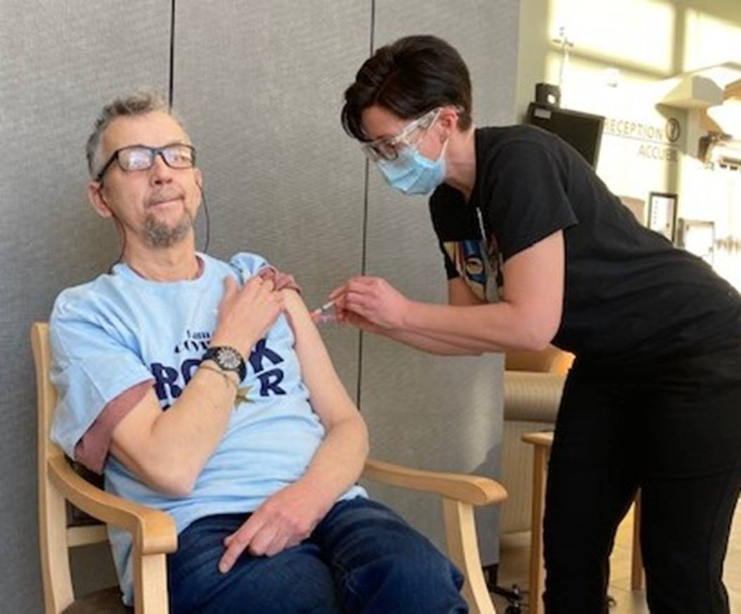 VSGV Resident receives Moderna Vaccine