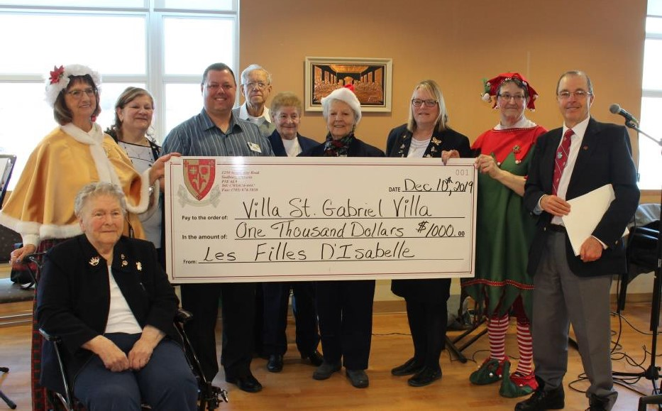 The Filles D'Isabelle Cercle D'Youville 1377 members present a cheque in the amount of $1000.00 to Ray Ingriselli