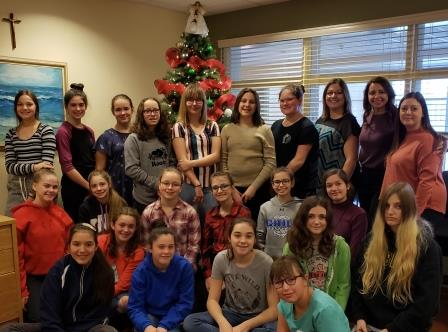 Window painters from Ecole Alliance St Joseph in front of Christmas tree